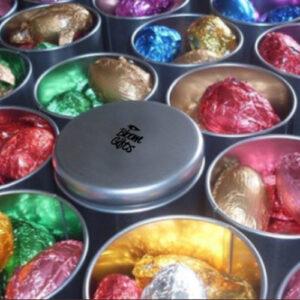 brindes e lembrancinhas lata com ovinhos de chocolate